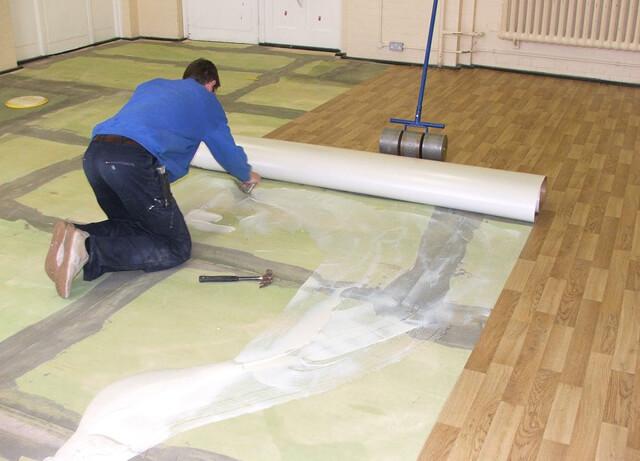 Укладка линолеума на деревянный и бетонный пол
