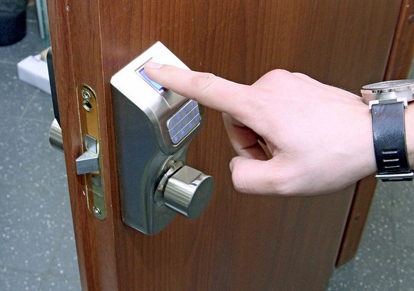 Особенности дверных замков для металлических дверей