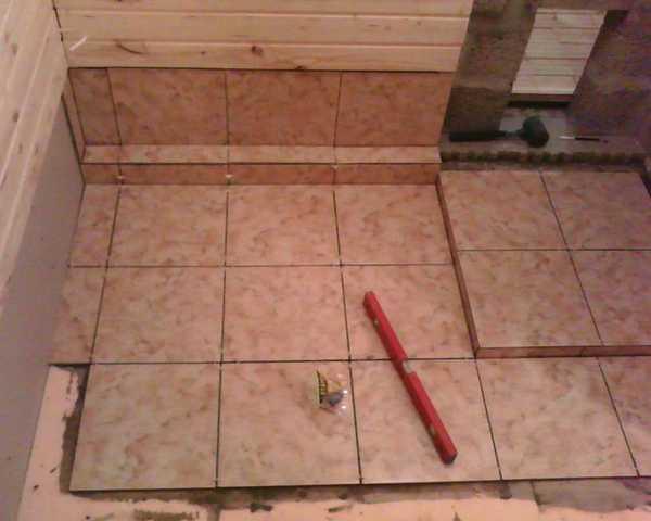 Укладка керамической плитки на пол и стену