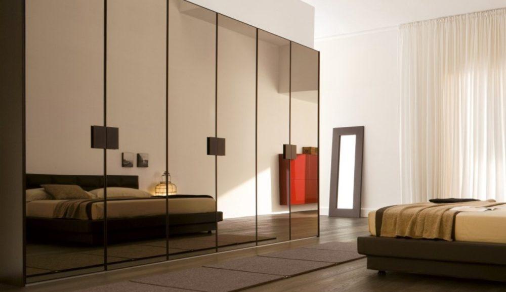 Типы конструкций зеркальных дверей для шкафа