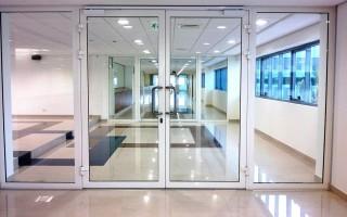Стеклянные, деревянные и стальные двери с противопожарными свойствами