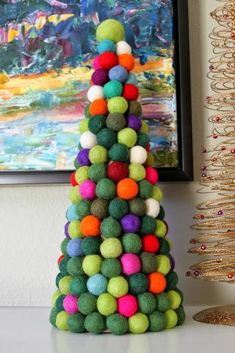 Конусная елка из шаров