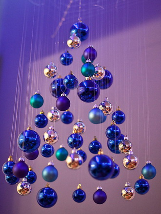 подвесная елка из шаров