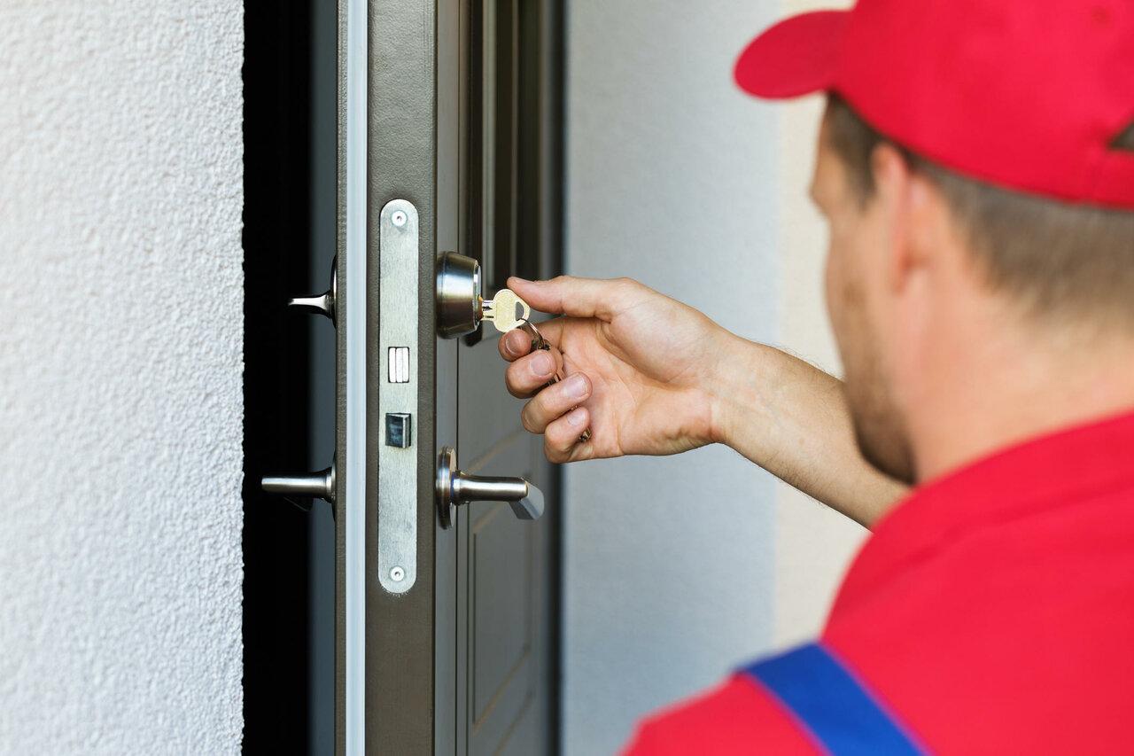 Оперативная замена дверного замка