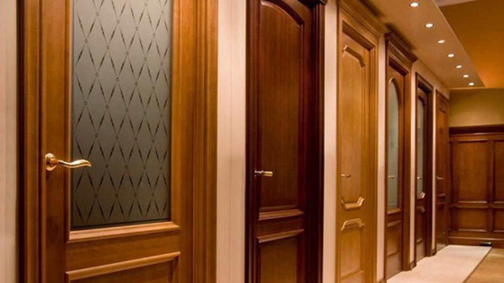 Особенности выбора дверей из массива